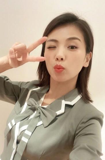 刘涛女团服性感俏皮图片