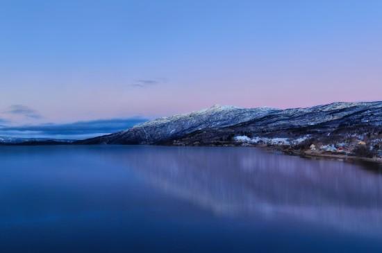 平静唯美的湖泊风景桌面壁纸