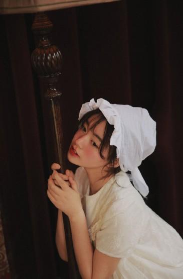 蕾丝裙美女性感美腿诱人写真图片