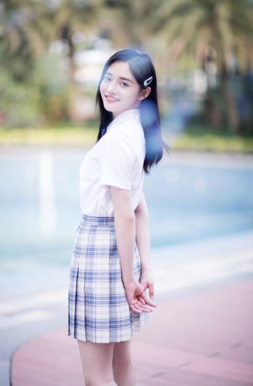 周洁琼学生制服甜美写真图片