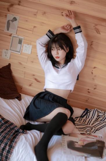JK制服美女撩人姿态写真图片